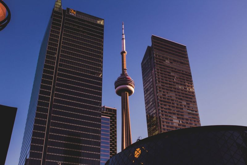 Toronto skyline | Tips on how to work in Canada