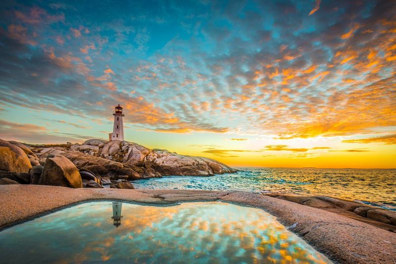 Peggy's cove lighthouse at sunset in Halifax Nova Scotia | migrate to Canada