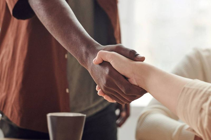 handshake between Nigerian visa applicant and RCIC | immigrate to Canada